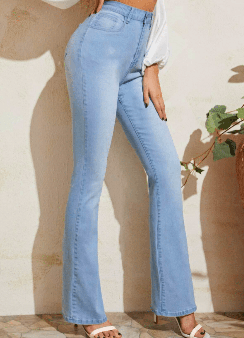what to wear with light blue jeans ladies,
